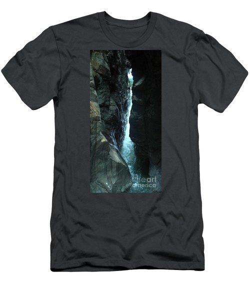 Breitach Gorge Oberstdorf 7 Men's T-Shirt (Athletic Fit)