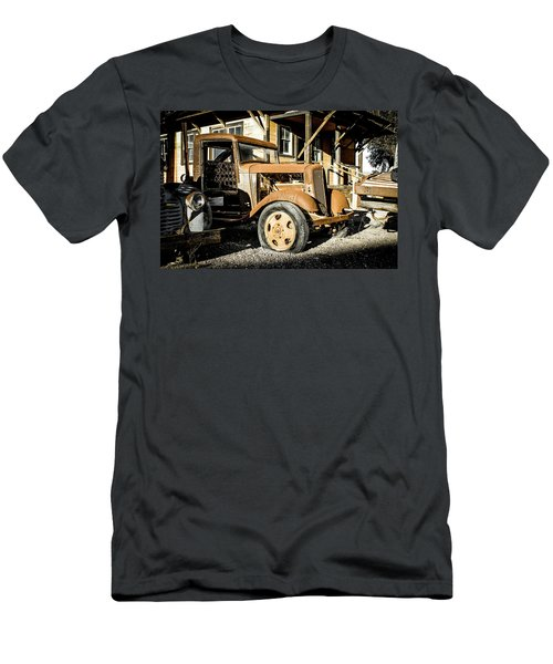 Vintage 1935 Chevrolet Men's T-Shirt (Athletic Fit)
