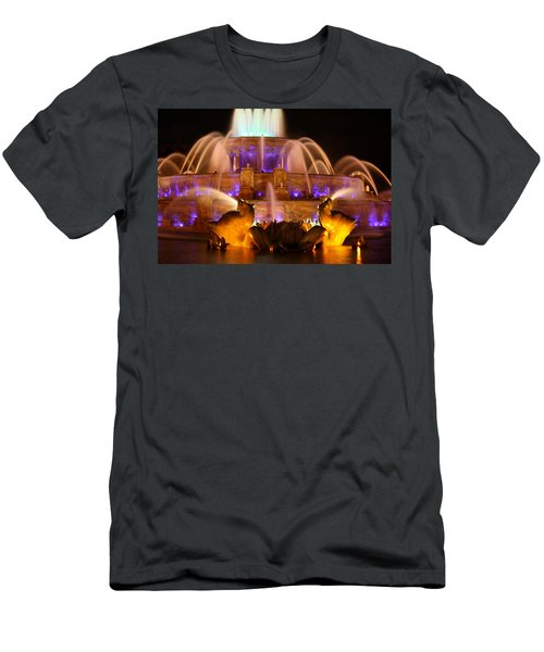 Buckingham Fountain At Night Men's T-Shirt (Athletic Fit)