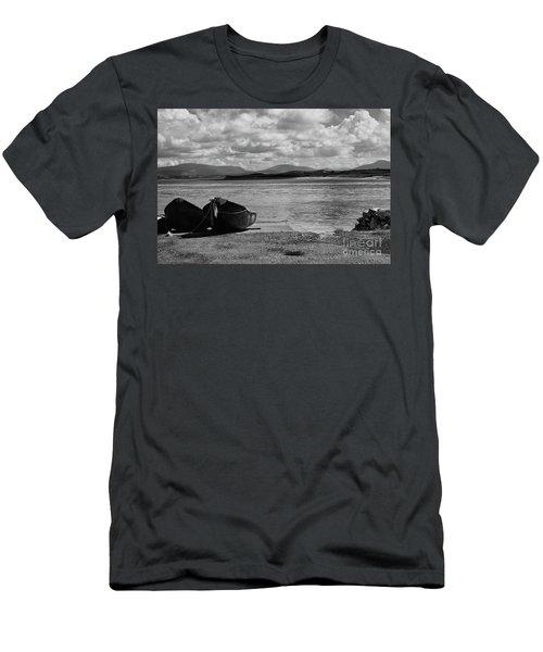Bullsmouth Pier Achill Island Men's T-Shirt (Athletic Fit)
