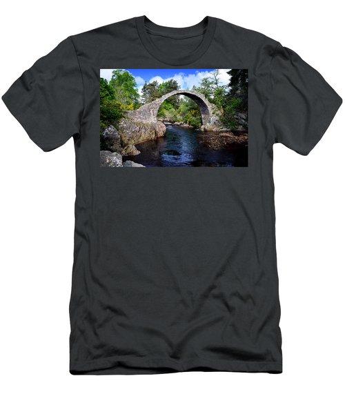 Carr Bridge Scotland Men's T-Shirt (Athletic Fit)