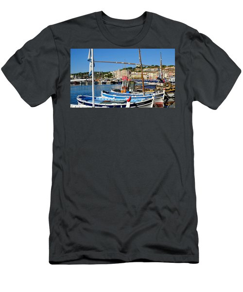 Cassis Harbor Men's T-Shirt (Athletic Fit)