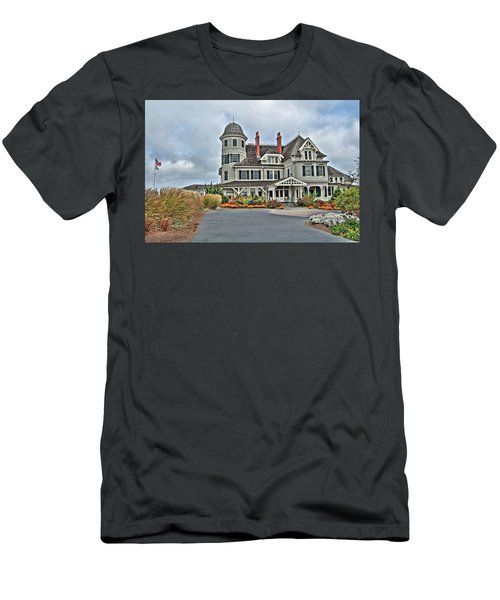Castle Hill Inn Men's T-Shirt (Athletic Fit)