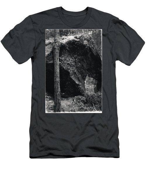 Cazadero, Ca  Vintage Sign Men's T-Shirt (Athletic Fit)