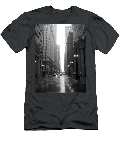 Chicago In The Rain 2 B-w Men's T-Shirt (Athletic Fit)