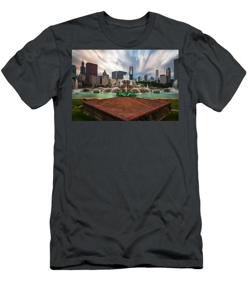 Chicago's Buckingham Fountain Men's T-Shirt (Athletic Fit)