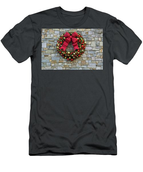 Christmas Holiday Wreath On Stone Wall Men's T-Shirt (Athletic Fit)