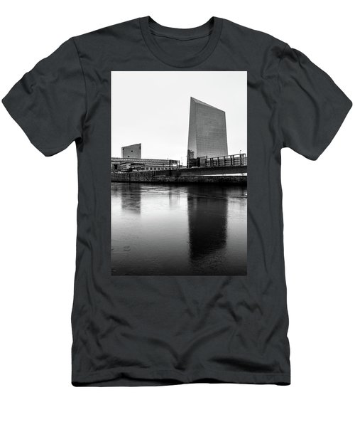 Cira Centre - Philadelphia Urban Photography Men's T-Shirt (Slim Fit) by David Sutton
