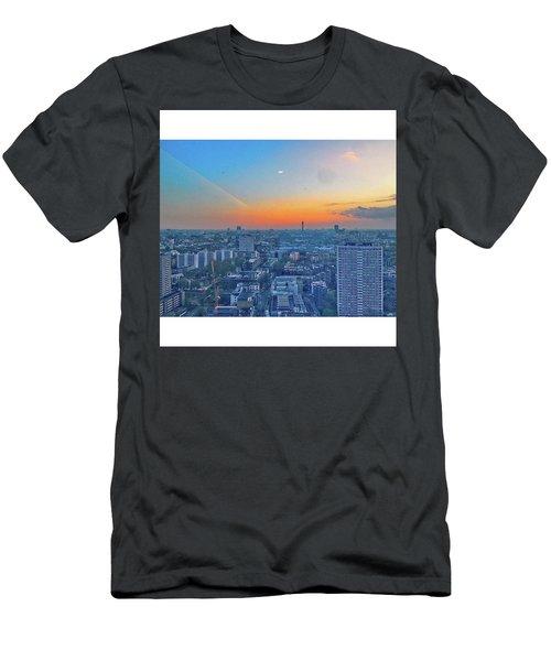 •city Roads 38th Floor Sky Scraper Men's T-Shirt (Athletic Fit)