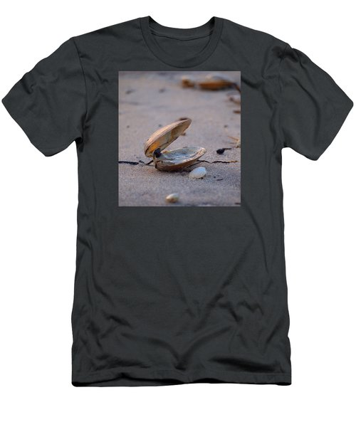 Clam I Men's T-Shirt (Slim Fit) by  Newwwman