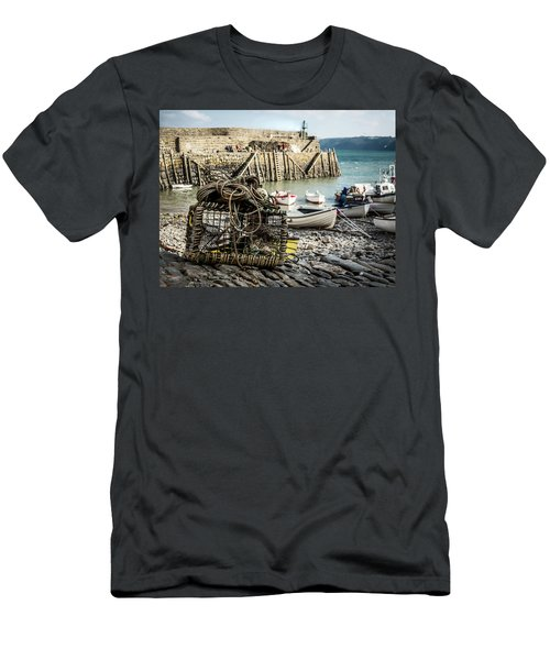 Clovelly Crab Trap Men's T-Shirt (Athletic Fit)