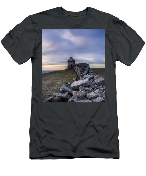 Commedagh Summit Shelter Men's T-Shirt (Athletic Fit)