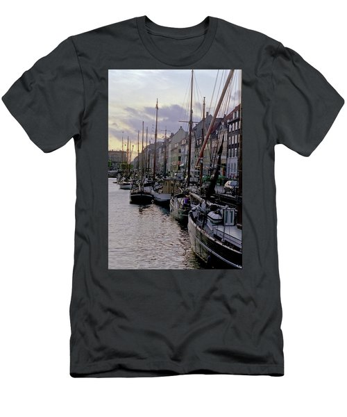 Copenhagen Quay Men's T-Shirt (Athletic Fit)