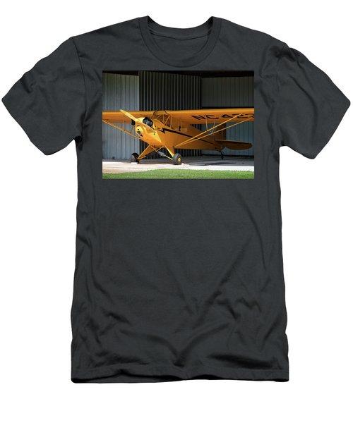 Cub Hangar 0 2017 Christopher Buff, Www.aviationbuff.com Men's T-Shirt (Athletic Fit)