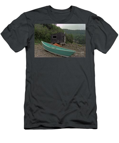 Dark Harbour Fisherman Shack And Boat Men's T-Shirt (Athletic Fit)