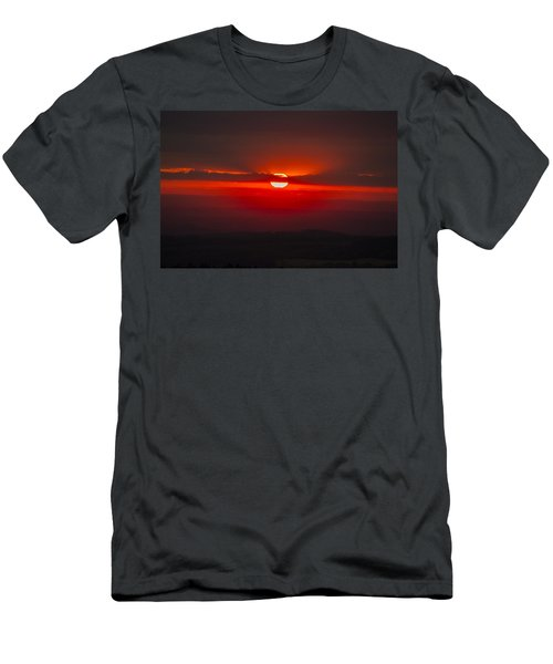 Dark Red Sun In Vogelsberg Men's T-Shirt (Athletic Fit)