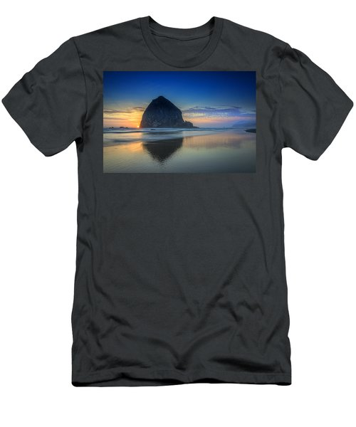 Day's End In Cannon Beach Men's T-Shirt (Athletic Fit)