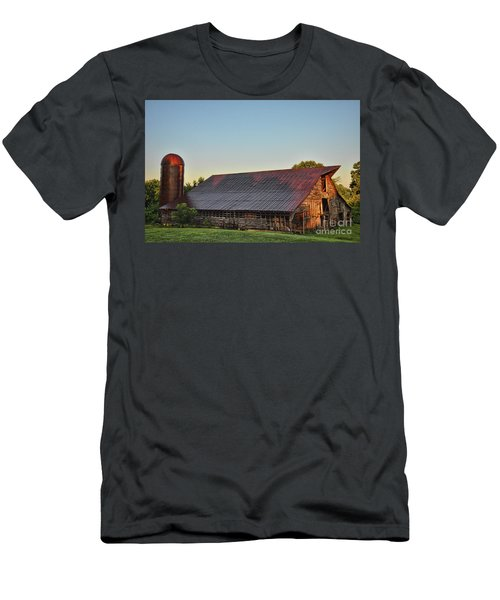 Days Of Thunder Barn Men's T-Shirt (Athletic Fit)