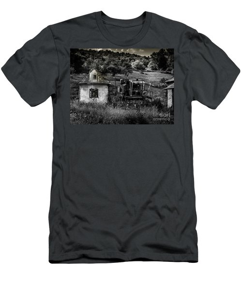 Derelict Farm, Transylvania Men's T-Shirt (Athletic Fit)