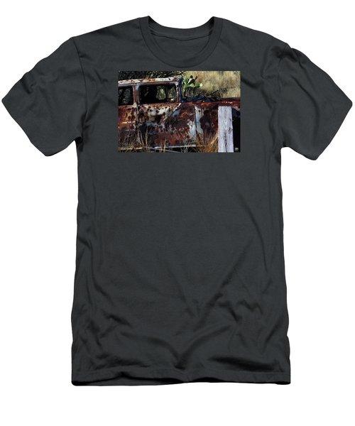 Desert Car Men's T-Shirt (Athletic Fit)