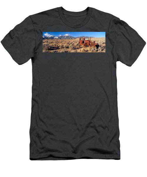 Deserted Car With Cow Skeleton, Great Men's T-Shirt (Athletic Fit)