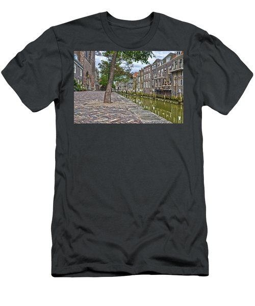 Dordrecht Behind The Church Men's T-Shirt (Athletic Fit)