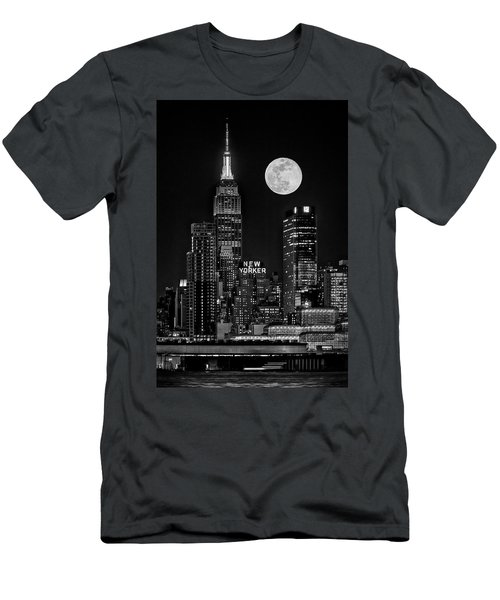Empire State Esb Super Moon Nyc Bw Men's T-Shirt (Athletic Fit)