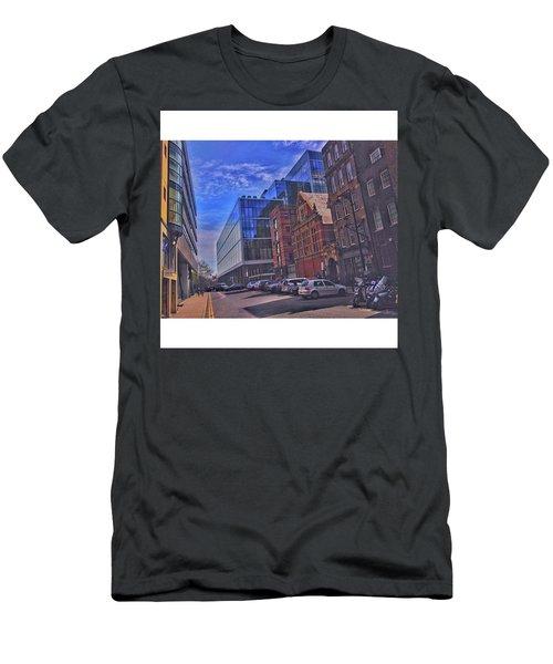 •eye Men's T-Shirt (Athletic Fit)