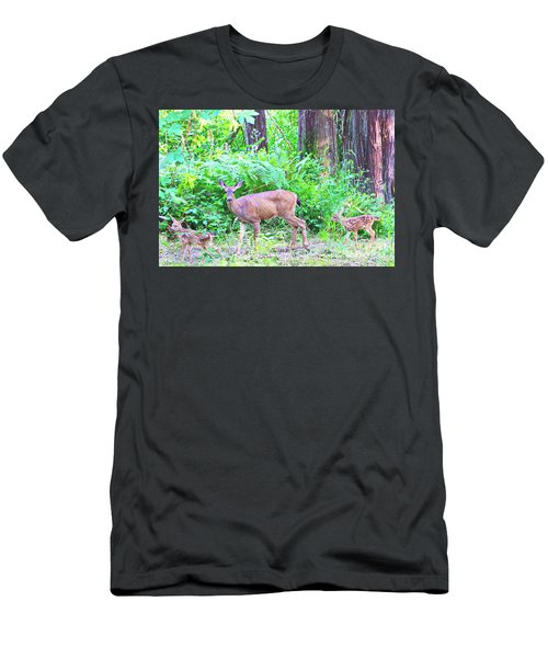 Family In The Wild Men's T-Shirt (Athletic Fit)