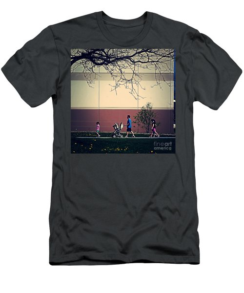 Family Walk To The Park Men's T-Shirt (Athletic Fit)