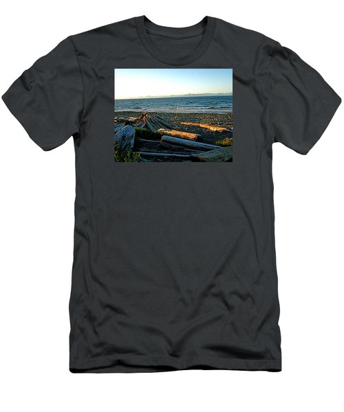 Fort Driftwood - Vancouver Island - Bc Men's T-Shirt (Athletic Fit)