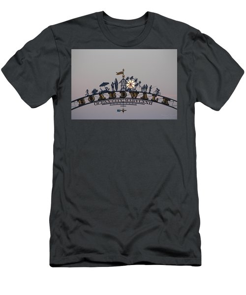 Full Moon In The Boardwalk Arch Ferris Wheel Men's T-Shirt (Athletic Fit)