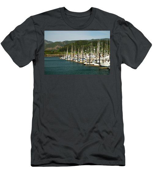 Garibaldi Oregon Marina Men's T-Shirt (Athletic Fit)