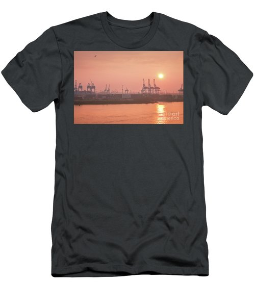 Golden Hour On The Elbe Men's T-Shirt (Athletic Fit)