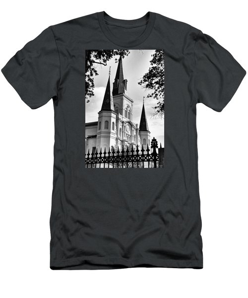 Grayscale St. Louis Cathedral Men's T-Shirt (Athletic Fit)