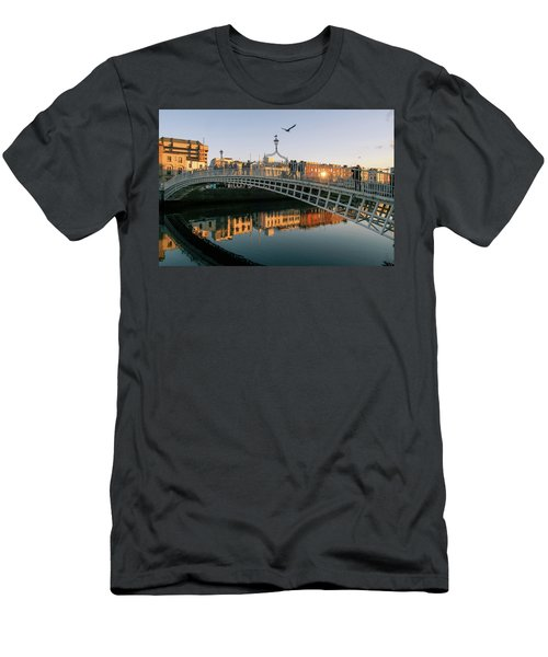 Ha'penny Bridge Men's T-Shirt (Athletic Fit)