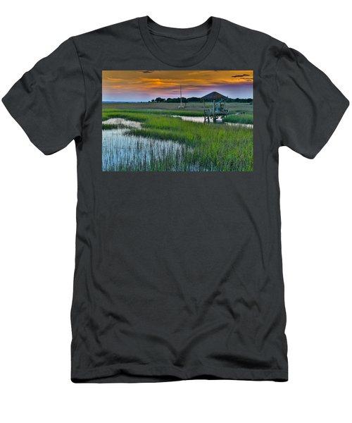 High Tide On The Creek - Mt. Pleasant Sc Men's T-Shirt (Athletic Fit)