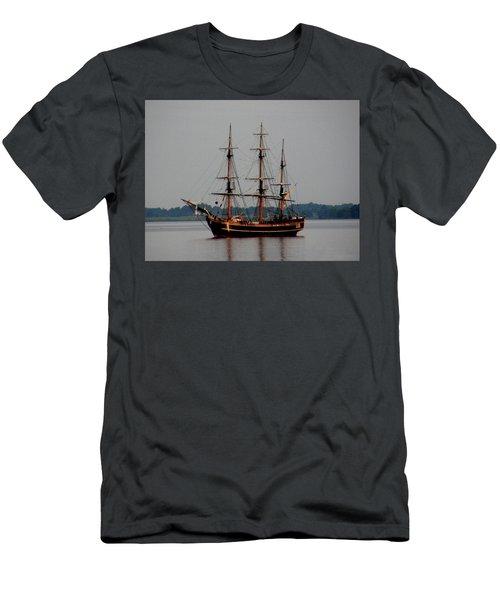 Hms Bounty  Men's T-Shirt (Athletic Fit)