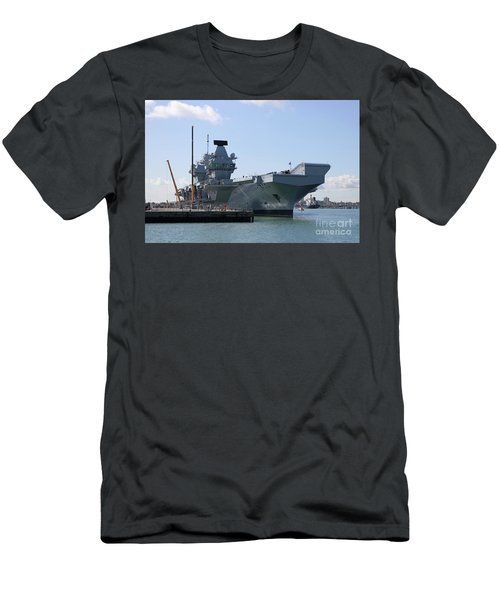 Hms Queen Elizabeth Aircraft Carrier At Portmouth Harbour Men's T-Shirt (Athletic Fit)