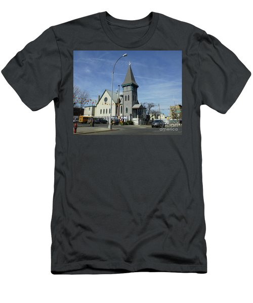 Iglesia Metodista Unida Church Men's T-Shirt (Athletic Fit)