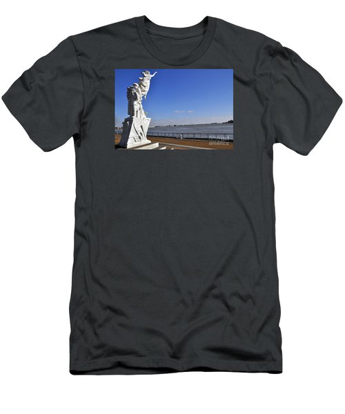 Immigrant Statue Men's T-Shirt (Athletic Fit)