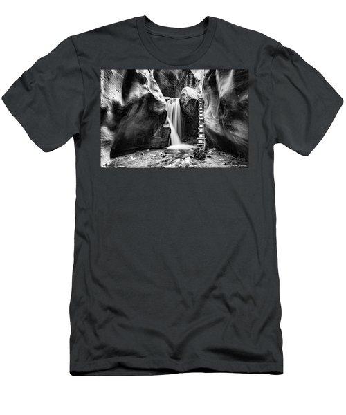 Kanarraville Falls Bw Men's T-Shirt (Athletic Fit)