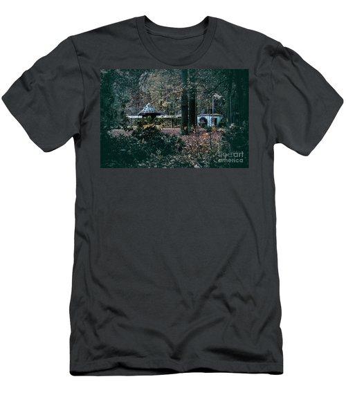 Kiosk Men's T-Shirt (Athletic Fit)