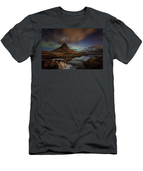 Kirkjufell Mountain Men's T-Shirt (Athletic Fit)