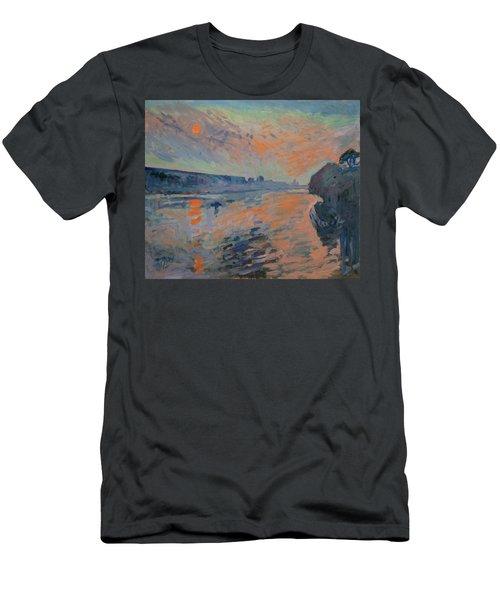 Le Coucher Du Soleil La Meuse Maastricht Men's T-Shirt (Slim Fit) by Nop Briex