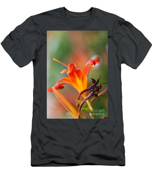 Lilly Flowers Men's T-Shirt (Athletic Fit)