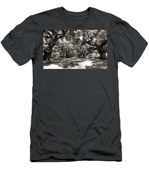 Live Oak Allee Infrared Men's T-Shirt (Athletic Fit)