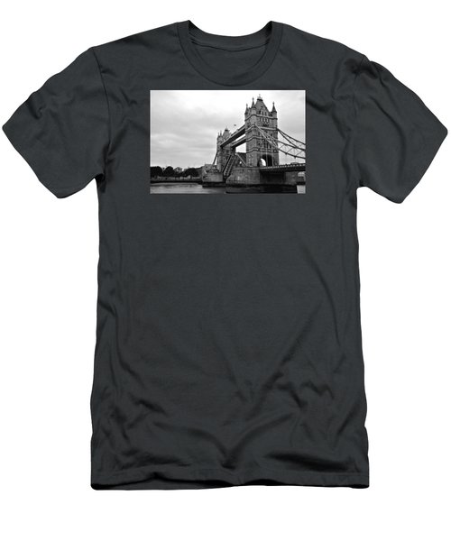 London Bridge Men's T-Shirt (Athletic Fit)