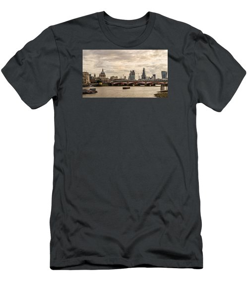 London Cityscape Men's T-Shirt (Athletic Fit)