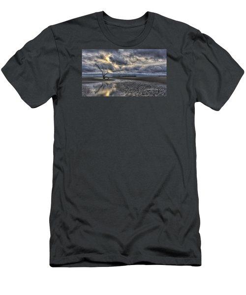 Lone Tree Under Moody Skies Men's T-Shirt (Slim Fit)
